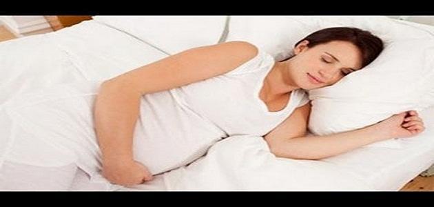 كيف تنام الحامل في الشهر السادس