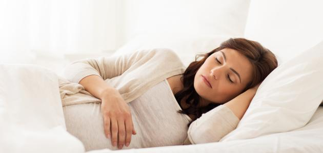 كيف تنام الحامل في الشهر الثاني