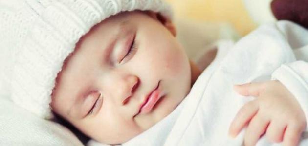 كيف أجعل طفلي ينام ساعات طويلة
