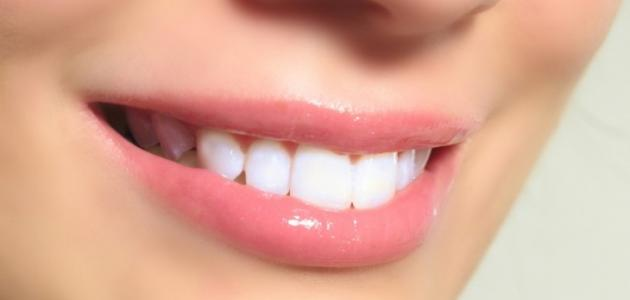 كيف أجعل أسناني بيضاء
