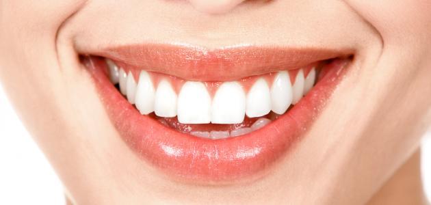 خلطات تبييض الأسنان في المنزل