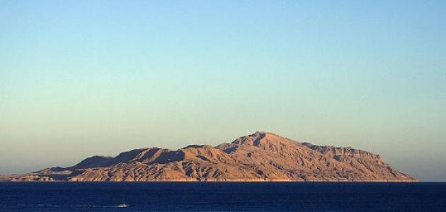 أين تقع جزيرة تيران