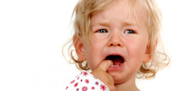 كيف نتعامل مع الطفل كثير البكاء