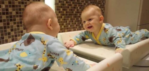 كيف تضحك الطفل الرضيع