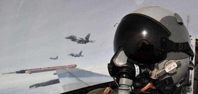 كيف أصبح طياراً حربياً