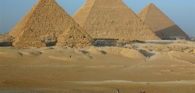 كيف بنيت أهرامات مصر
