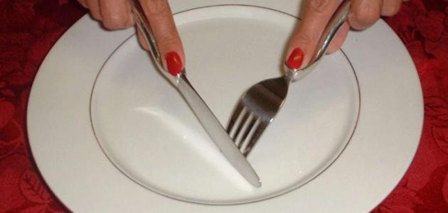 كيفية الأكل بالشوكة والسكينة