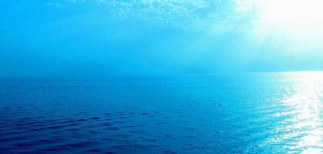 أين يقع البحر الأزرق