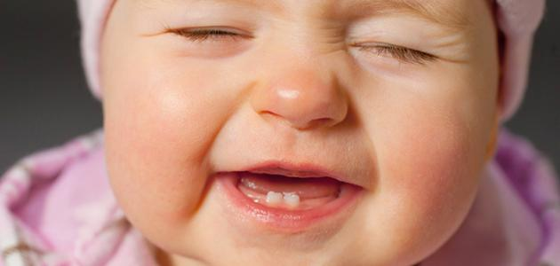 متى تظهر أسنان الطفل