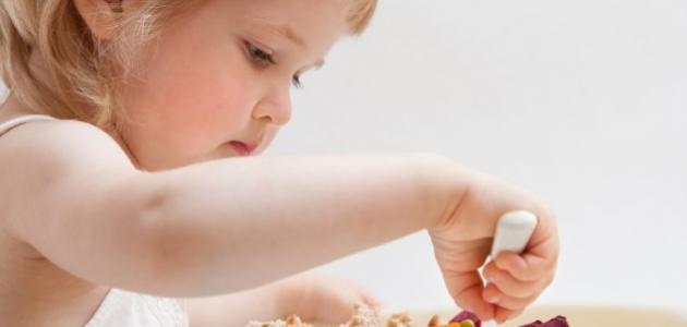 كيف أعود طفلي على الأكل الصلب