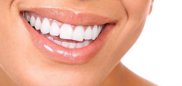 طريقة سهلة جداً لتبيض الأسنان