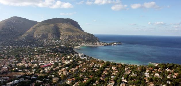 أكبر جزيرة في البحر المتوسط