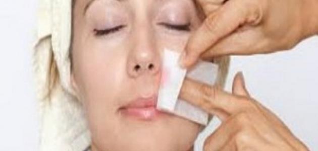طريقة إزالة شعر الوجه بالعسل