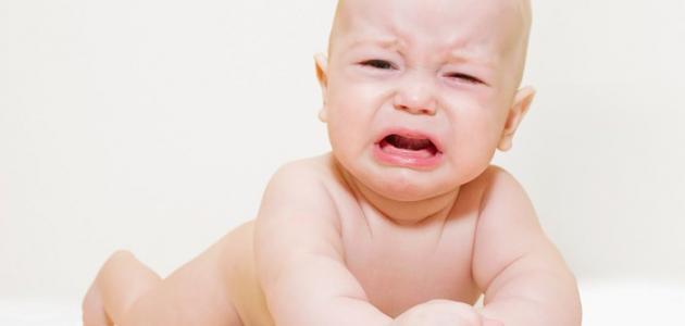 أسباب بكاء الطفل الرضيع المستمر