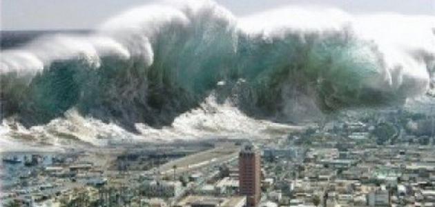 لحظة ابتلاع أمواج تسونامي لقرية بأكملها في اليابان