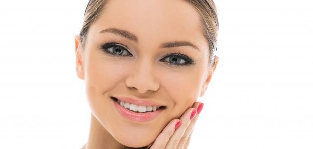 طريقة لإزالة الشعر من الوجه