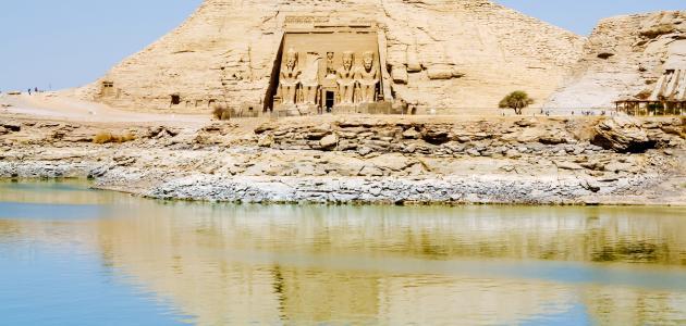 بحيرة ناصر والتماسيح