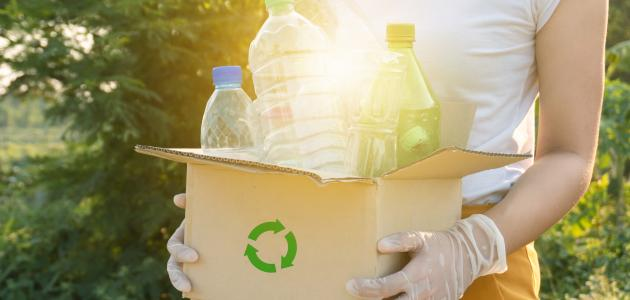 إعادة تدوير علب الماء
