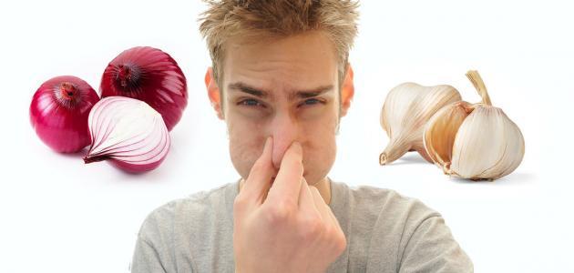 التخلص من رائحة الثوم في الفم