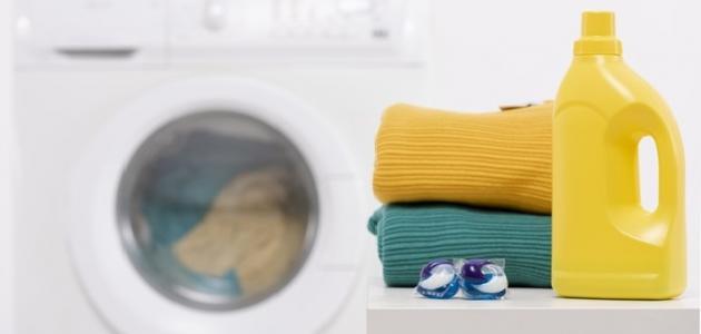 إزالة البقع عن الملابس الملونة