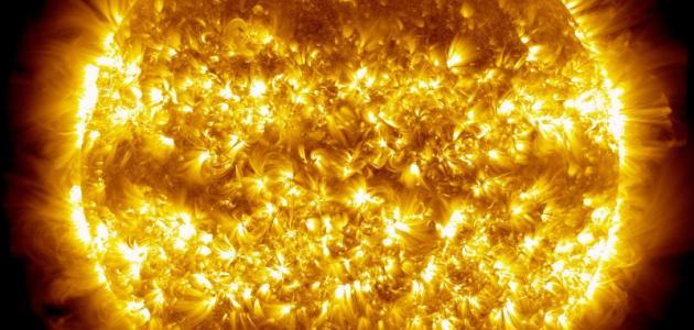 مما تتكون الشمس