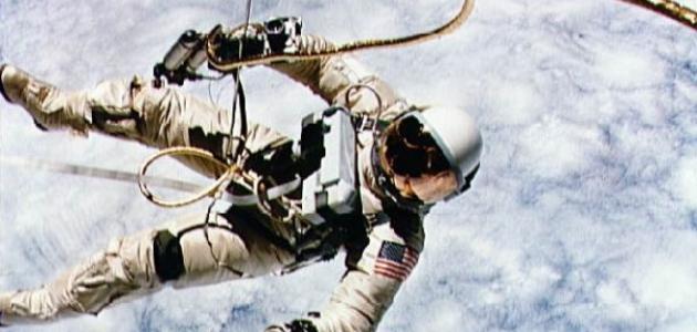 بحث عن رواد الفضاء