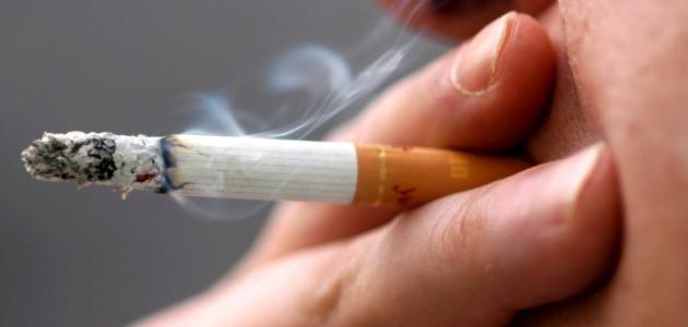 ما أضرار التدخين على الجلد