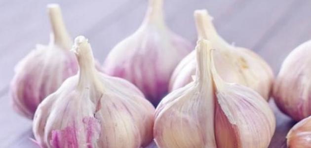 طريقة إزالة رائحة الثوم من الشعر