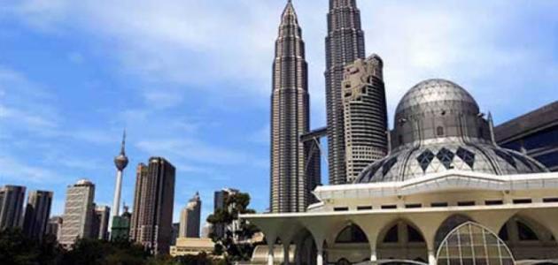 كم عدد سكان ماليزيا