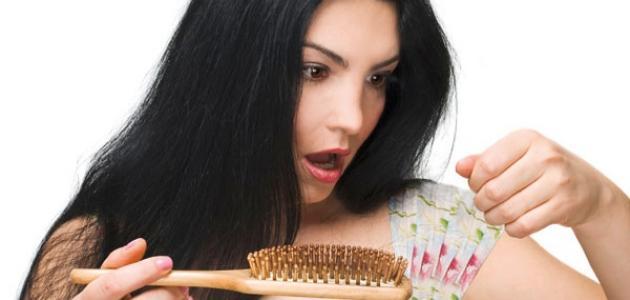 أسباب تساقط الشعر وعلاجه عند النساء