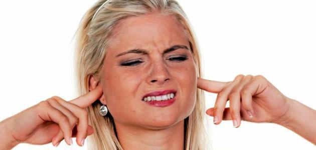 أسباب طنين الأذن اليمنى