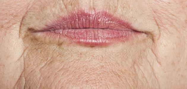 ما هو تأثير التقدم بالعمر على جلد الإنسان