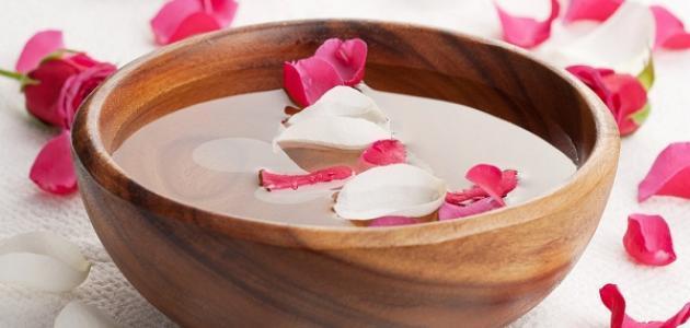 كيفية استخدام ماء الورد للبشرة