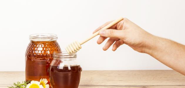 فوائد وضع العسل على السرة قبل النوم