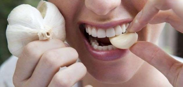 طريقة إزالة رائحة الثوم من الفم