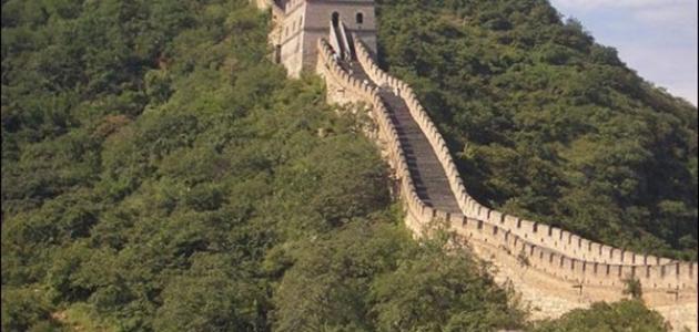 كم يبلغ طول سور الصين العظيم