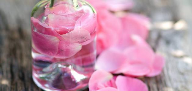 استخدام ماء الورد للوجه