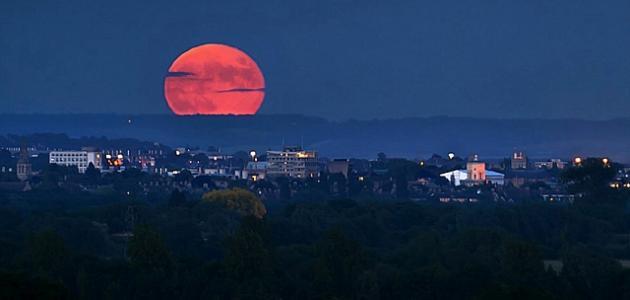 ظاهرة القمر الأحمر