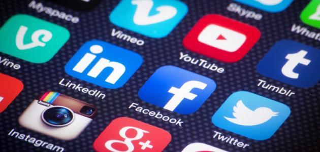 مواقع التواصل الاجتماعي العربية موضوع