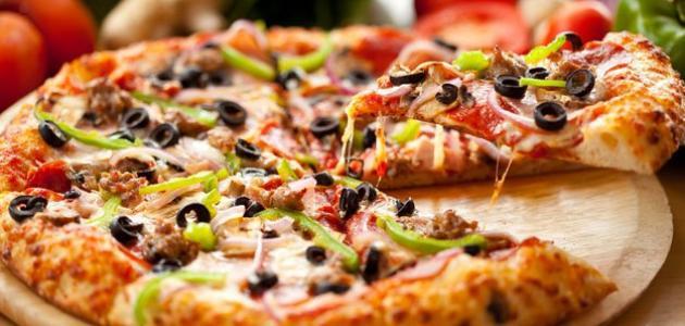 طريقة عجن البيتزا