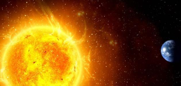 ماذا ينتج عن دوران الأرض حول محورها وحول الشمس