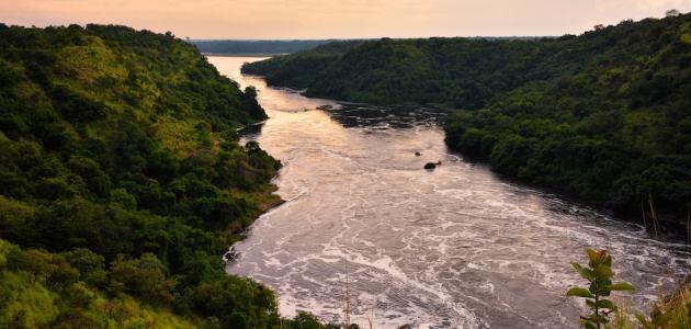 أطول وأشهر نهر بالعالم