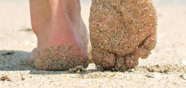 فوائد المشي على الرمل