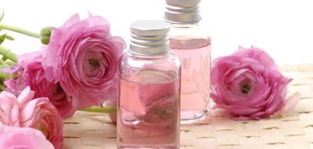 فوائد شرب ماء الورد مع الماء العادي