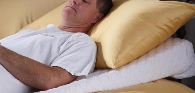 فوائد النوم على الظهر